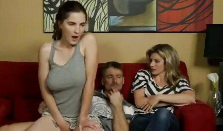 Tyttö tapaa miehen suullaan, silitti ja sitten istuu isoja pilluja sen päälle.
